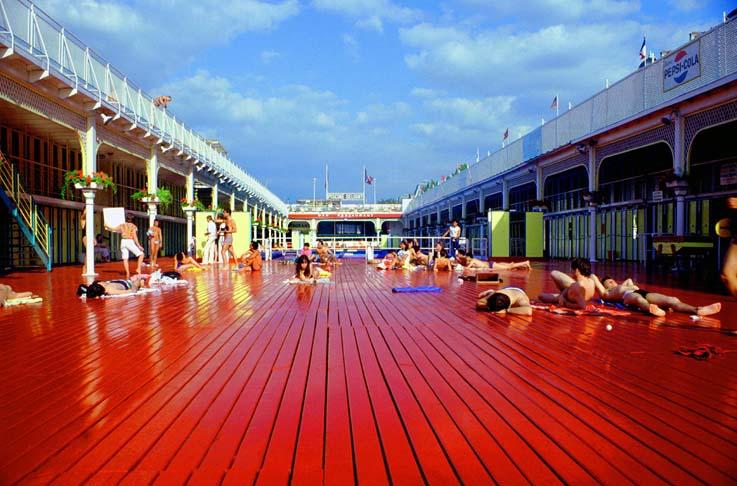 Exposition pools galerie voskel zest for art blog for Piscine 75011