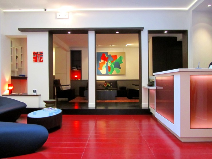 hotel-elysees-mermoz-art-ensuite-hall-paris-740x555